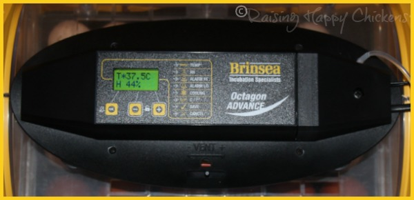 The Brinsea Octagon 20 incubator's digital readout screen.