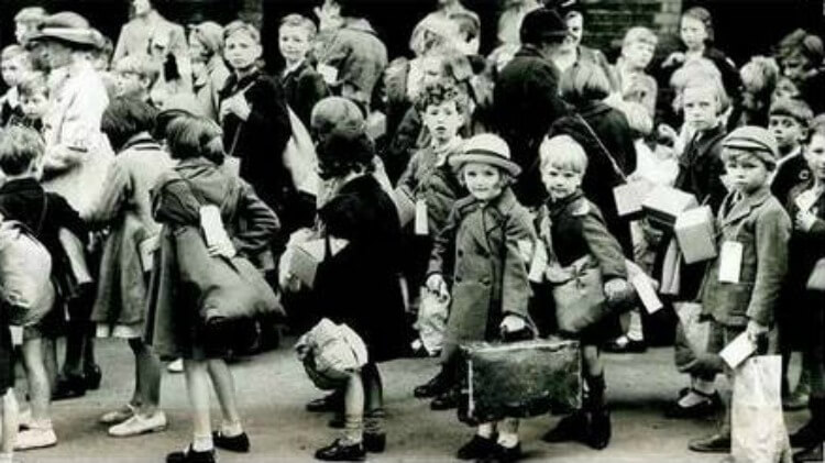 Evacuees from Liverpool, 1039